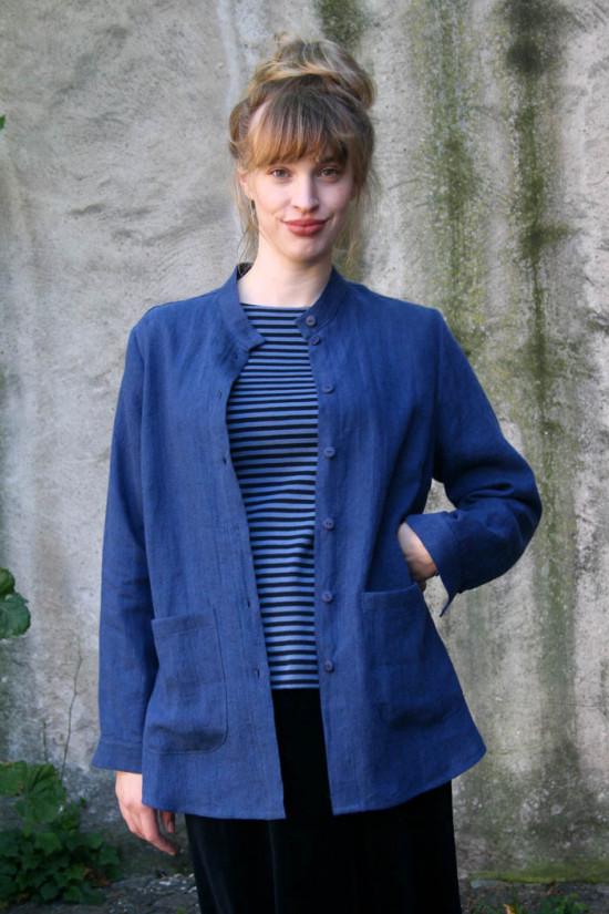 En skön rymlig linneskjorta / sommar jacka i 100% linne. Påsydda fickor och rundade sidosprund .