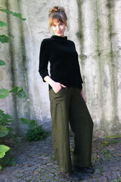 Small checkered linen trousers
