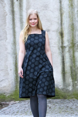 Dress with pleates and pockets
